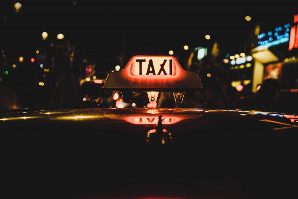 taxi parisien la nuit